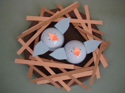 Paper plate birds and nests munchkins and mayhem for Baby bird nest craft